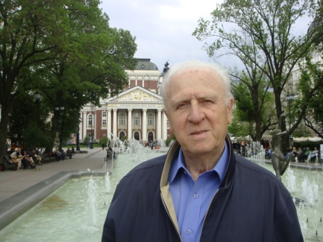 Проф. Васил Стефанов е управлявал Народния театър над 15 години. - Последният ми работен ден като директор на Народния театър