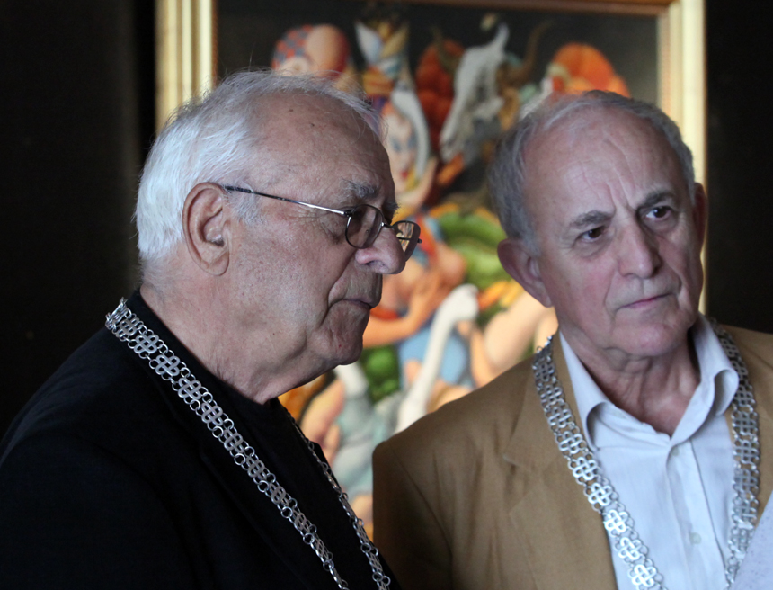 """Величко Минеков и Павел Койчев (вдясно) бяха почетени с най-високото отличие на Министерството на културата - наградата """"Златен век"""" огърлие."""