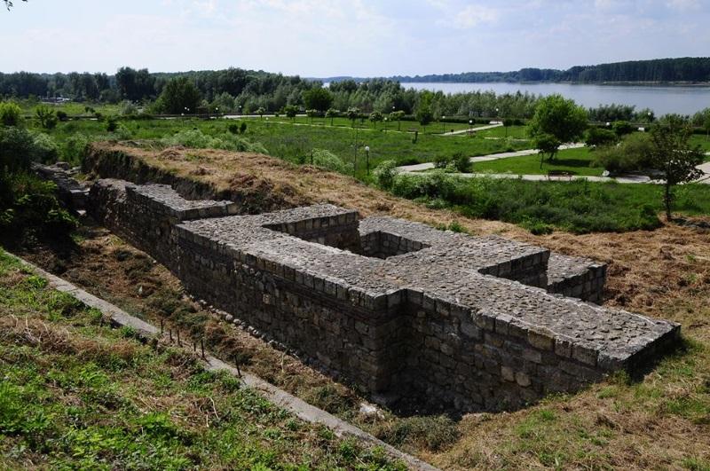 """Римската крепост Трансмариска се намира край Тутракан. Името Трансмариска означава """"Селище зад блатата""""."""