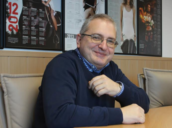 """Захари Карабашлиев и романът му """"18% сиво"""" е феномен. Той е единственият български автор, чиято книга не слиза от класациите от издаването й до днес."""