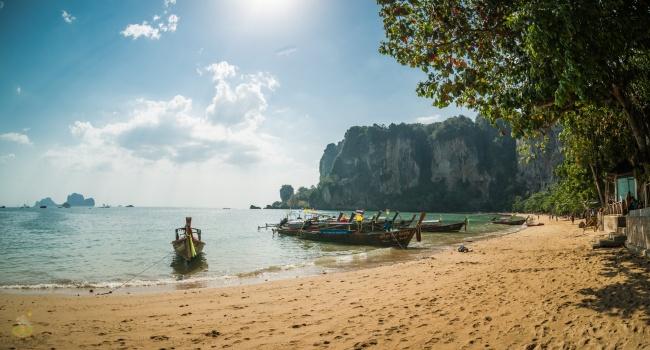 Ко Тонсай - рай на плажовете и джунглата.