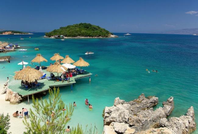 За разлика от съседните Гърция, Италия или Хърватия, в Ксамил всичко е много евтино.