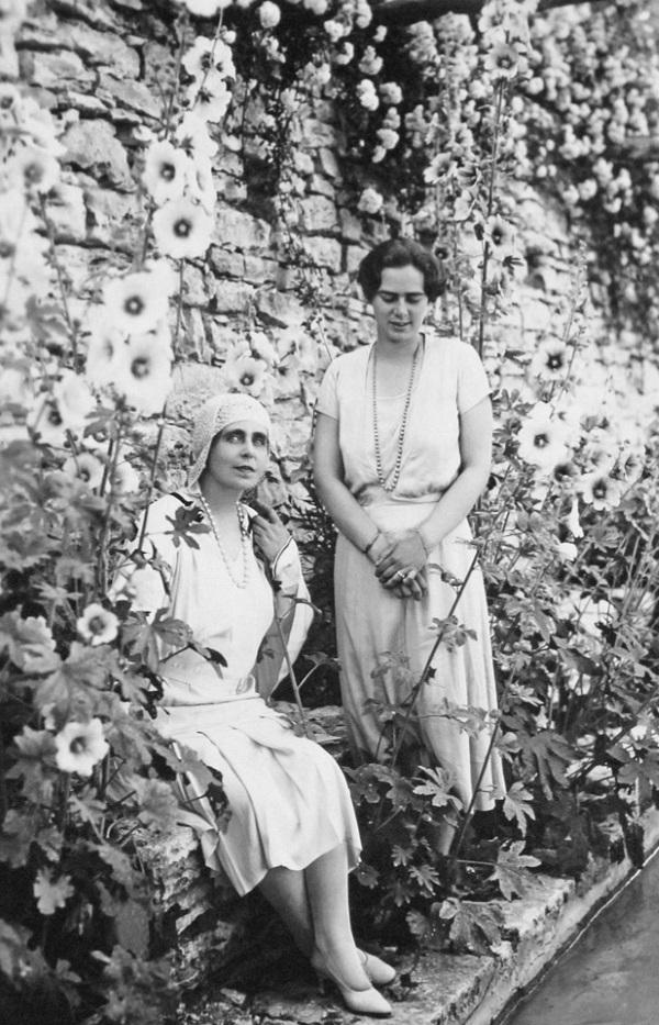 Кралицата и принцеса Илеана