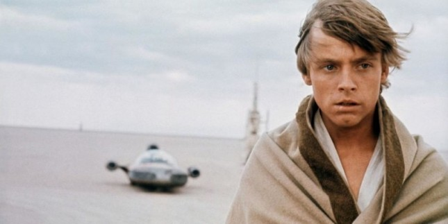 """Люк Скайуокър на родната си планета Татуин, в началото на своето пътешествие между звездите. - Магическата формула, която даде Сила на """"Междузвездни войни"""""""