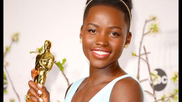 """Лупита Нионго получи Оскар за играта си в """"12 години робство""""."""