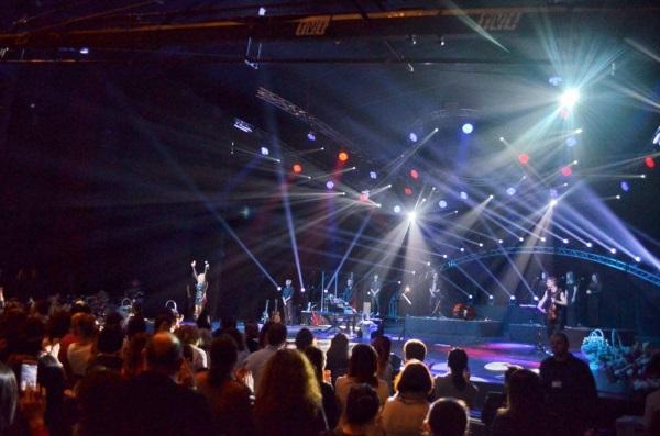 Лили Иванова вдигна на крака пълната зала 1 на НДК, която бе продадена за няколко дни след обявяването на концерта.