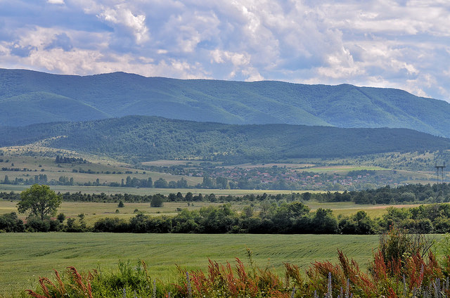 Село Борика се намира в живописните околности на Ихтиман.