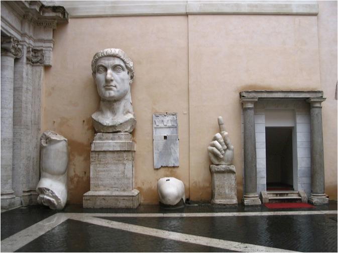 Останки от колоса на Константин Велики, изложени в Рим.