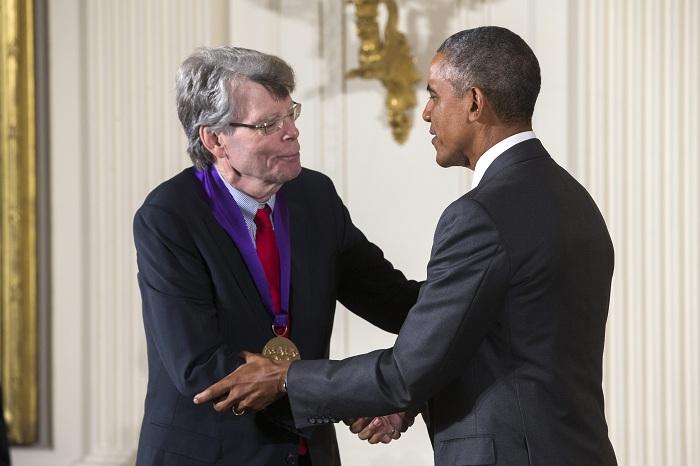 Миналата година Стивън Кинг прие медала за изкуство на американското правителство.