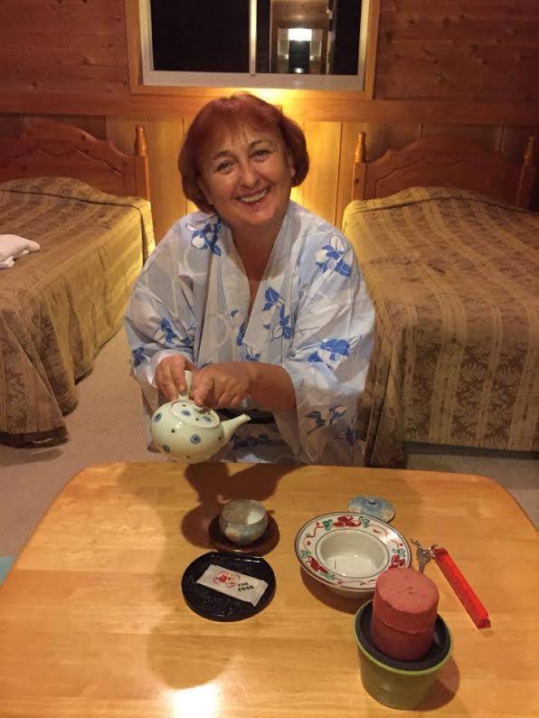 """Нина Димитрова в традиционна """"йоката"""" на остров Ошима, Япония,  след представление на """"Каквото направи дядо"""" по Андерсен."""