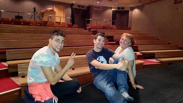 """В Театър """"Ямабико-за"""" в Сапоро, Япония (от ляво надясно): Стелиан Радев, Димитр Несторов и Нина Димитрова"""