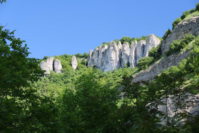 Достигането на скалните кули край Реселец си струва усилията.