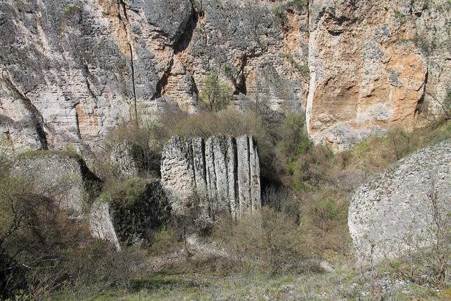 Пропадалото е карстов каньон с отвесни стени. Изключително срутище на 7 км от Чревен бряг.