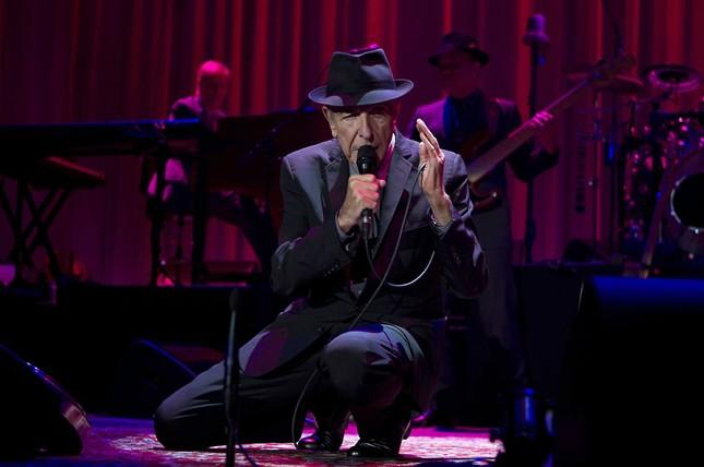 Сакралното и чувственото се сливат в песните на Ленард Коен. Снимка: ЕПА/БГНЕС - Ленард Коен е Джон Дън, ако Боб Дилън е Шекспир