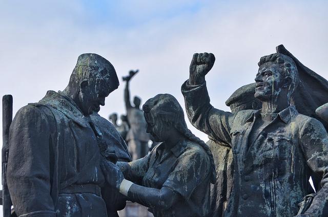 """Паметникът на съветската армия е открит на 7 септември 1954 г. по случай 10-годишнината на """"народната власт""""."""