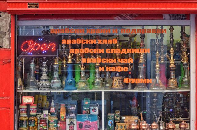 Магазинче с традиционната в този район арабска стока