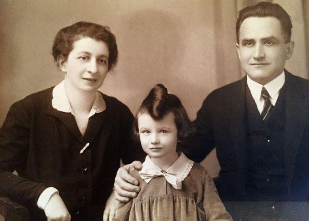 Зузана Ружичкова с родителите си