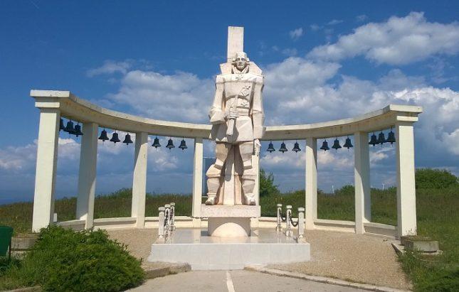 Паметникът на адмирал Ушаков край Каварна, ценен от руското военно дело като велик флотоводец. Снимка: Уикипедия - Суджук-патриотите и русопоклонничеството