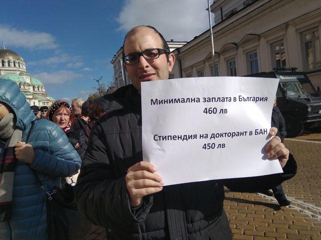 "Без думи. Снимки: ""Площад Славейков"" - ""Честит"" празник, будители!"