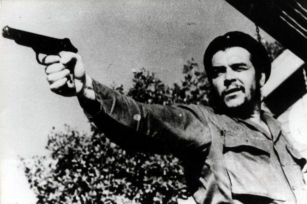 След победата на Фидел Кастро съратникът му Ернесто Гевара става главен прокурор на Република Куба. Под негово водачество държавата е удавена в кръв. Гевара лично е разстрелвал свои политически опоненти. - От него се боя като от огън