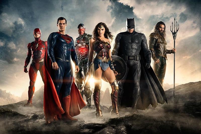 Дори и мъртви, героите не излизат от строя - товя е едно от възможните обяснения за присъствието на Супермен в този кадър. - Накрая винаги печелят селяните