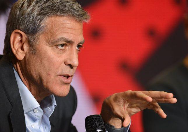 """Джордж Клуни е толкова готин, но филмите му не се харесват толкова - дали няма да е по-успешен в политиката, се питат в """"Гардиън"""". Снимка: ЕПА/БГНЕС - Какъв би бил светът, ако Джордж Клуни седне в Овалния кабинет?"""