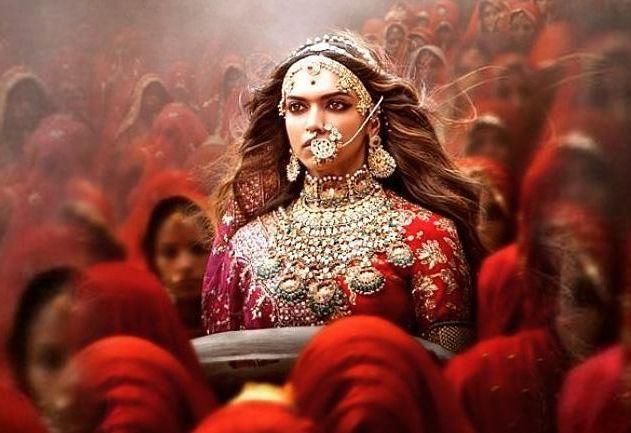 Боливудската актриса Дийпика Падуконе е непоколебима и настоява, че филмът ще излезе по екраните, въпреки заплахите. - Индийски политик предлага $1,5 млн. за обезглавяването на актриса