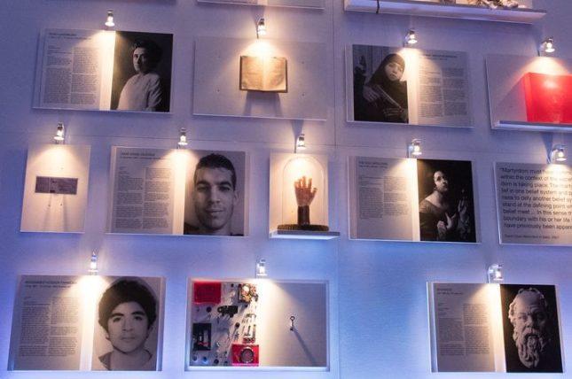 Иконата на борбата за граждански права в САЩ Мартин Лутер Кинг и гръцкият философ Сократ споделят обща стена с Мохамед Ата - пилота, който разби пътнически самолет в една от кулите на Световния търговски център в Ню Йорк на 11 септември 2001 г. Снимки: ЕПА/БГНЕС - Джихадисти изобразени като мъченици в Берлин