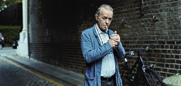 """Мартин Еймис е може би най-известният жив английски романист - когато се премести в Америка, наклони литературния свят. Снимка: Джулиън Броуд, сп. """"Смитсониън"""" - Богатството ражда чудовища"""