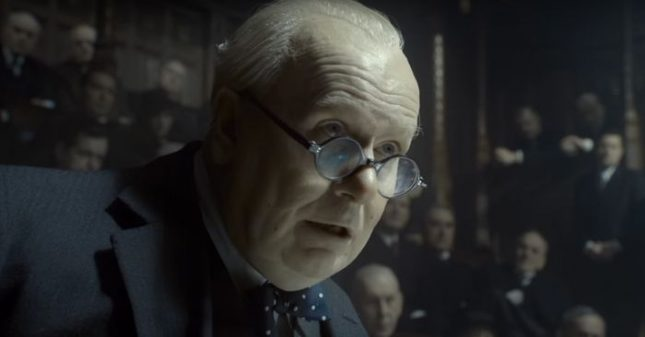 """За превъплъщаването си в образа на Чърчил Гари Олдман наскоро спечели """"Златен глобус"""" за най-добра роля в драма. - Чърчил пее Hey, Jude, парламентът ликува (видео)"""