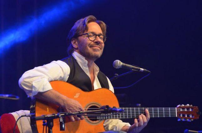 """През последните пет години песните на """"Бийтълс"""" са постоянна част от концертите на Ал ди Меола. Снимка: Емил Л. Георгиев - Любовта на Ал ди Меола към """"Бийтълс"""" е доживот"""