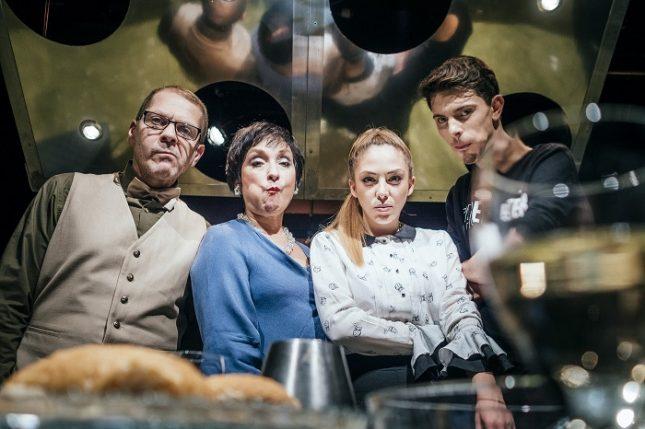 """""""Вихрушка"""" е за разпада на едно семейство от баща, майка, син и дъщеря. Причината е пренебрежението на всеки от тях към личното пространство на другите. Снимка: Сатиричен театър - Да не би Хитлер да е холандец?"""