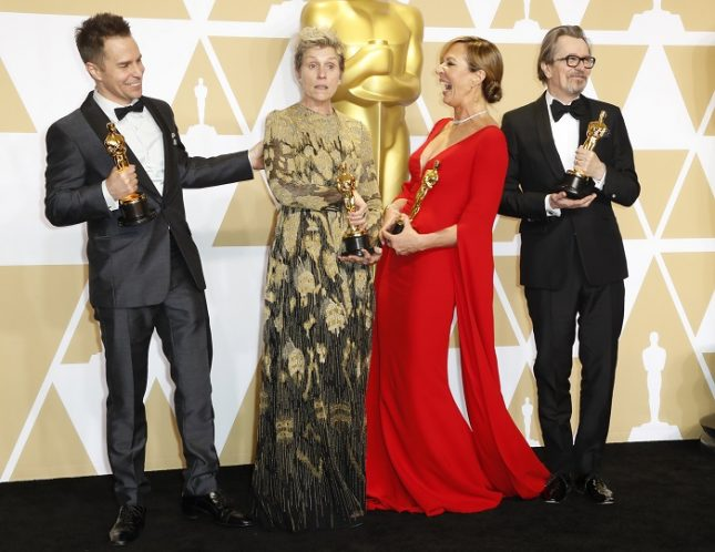 Актьорските оскари тази година отново са бели: Сам Рокуел (второстепенна мъжка роля, от ляво надясно), Франсис Макдорманд (главна женска роля), Алисън Джени (второстепенна женска роля) и Гари Олдман (главна мъжка роля). Снимка: ЕПА/БГНЕС - Оскар 2018: белите мъже обраха (почти) всичко