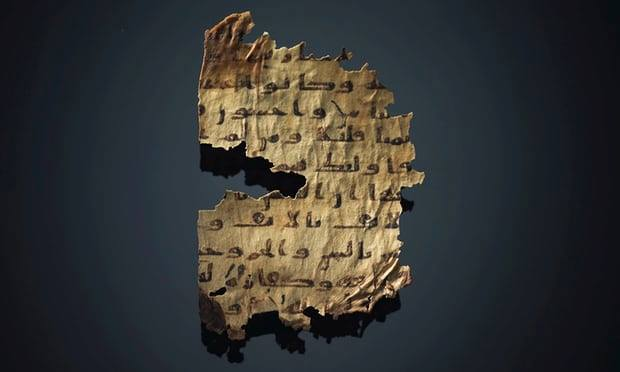 """Страница от ислямския ръкопис на Корана, под който прозира Библията. Снимка: """"Кристис"""" - Библейски текстове скрити в ръкопис на Корана"""
