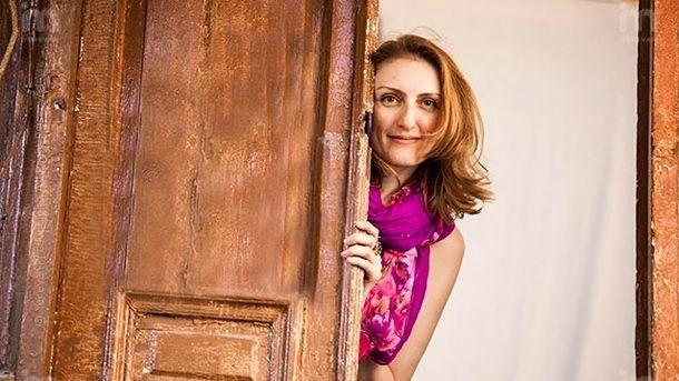 """Нарине Абгарян енай-четената писателка у нас за 2017-а, според статистиката на верига книжарници """"Хеликон"""". Снимка: Личен архив - Три ябълки паднаха от небето, след тях и авторката"""