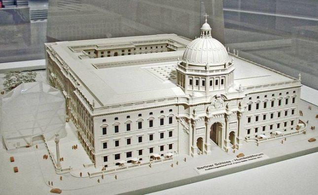 Макет на Берлинския градски дворец, наследство от древния род Хоенцолерн, след ремонта. Снимка: Уикипедия - Експеримент в Берлин: безплатно или не?