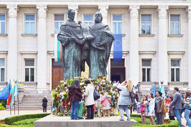Празненствата за 24 май (11 май по стар стил) в столицата в наши дни. Снимка: Емил Л. Георгиев/Площад Славейков - Празнуването на Кирил и Методий