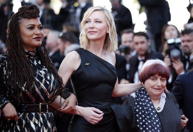 Кейт Бланшет в компанията на Ава Дюверне (вляво) Аньес Варда (вдясно) в протестна акция на червения килим срещу отсъствието на жени сред наградените режисьори в историята на Кан. Снимка: ЕПА/БГНЕС - Кан 2018: Кейт Бланшет оглави протест на Червения килим