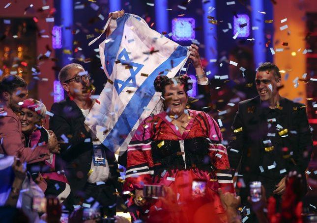 """Нета Барзилай от Израел спечели """"Евровизия 2018"""" с песен, вдъхновена от движението #MeToo. Снимка: ЕПА/БГНЕС - Евровизия на попарта"""