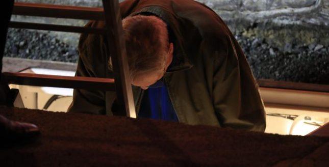 73-годишният Майк Пар слезе за 72 часа под земята. Снимка: ЕПА/БГНЕС - Австралийски артист се погреба жив за три дни (снимки)