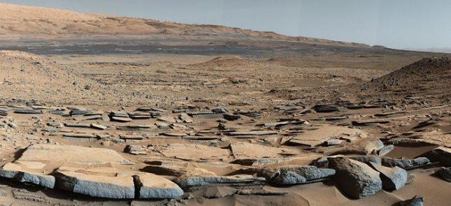 """Марсоходът """"Кюриосити"""" е открил древна органична материя в скали на Марс, която може би е доказателство за живот. Снимка: НАСА - Органична материя открита на Марс"""