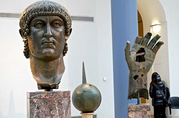 Останките от бронзовия колос на Константин, изложени в Капитолийските музеи в Рим. Снимка: Анди Монтгомър, Фликр - Гигантски пръст от ръката на Константин Велики открит в Лувъра