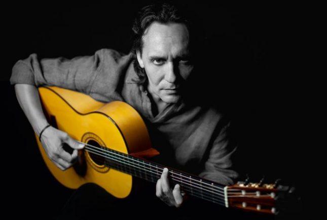 """В зала 1 на НДК на 27 септември Висенте Амиго ще възпее с китарата си Кордоба, център на автономната област Андалусия. Снимка: """"Germi Art & Entertainment"""" - Обичаме фламенкото, а китарата е любовният му глас"""