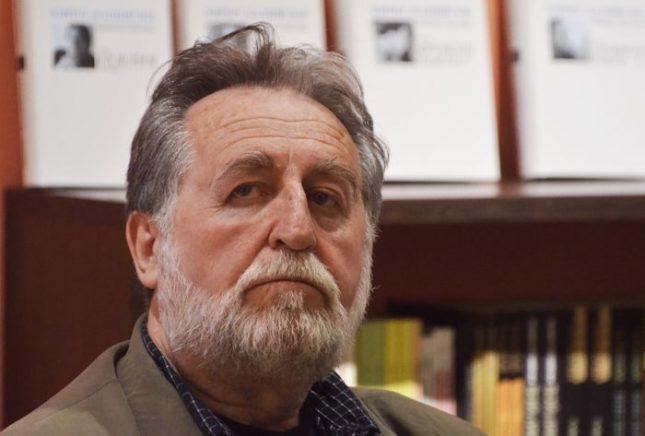 """""""Книгата е присъда над словесните ни нрави, без това да е целта ѝ. Защото е учебник за измерване, оценяване и употреба на думите"""", казва Петко Тодоров за книгата """"За поезията"""" на Кирил Кадийски (на снимката). Снимка: Емил Л. Георгиев/Площад Славейков - Книгата, писала своя автор 50 години"""