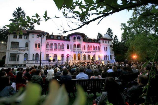 Паркът Врана и тази година ще събере ценители на хубавата музика. Концертите са от 11 до 15 юли. Снимка: Софийска филхармония - Вечери на открито с Филхармонията в Двореца Врана