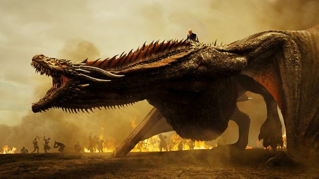 """Денерис върху дракона Дрогон в епизода """"Военни трофеи"""" - един от най-силните моменти в седми сезон от """"Игра на тронове"""". - Снимат предисторията на """"Игра на тронове"""" от октомври"""