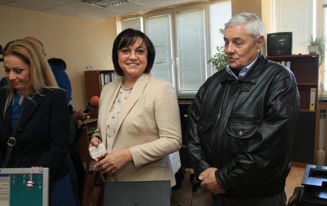 Лидерът на БСП Корнелия Нинова и директорът на телевизията на партията Любомир Коларов внесоха искане за регистрация на медията в СЕМ на 27 септември. Снимка: БГНЕС - СЕМ пусна телевизията на БСП