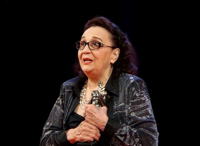"""На 24 май тази година Мария Стефанова получи """"Аскеер"""" за водеща женска роля в спектакъла """"Три високи жени"""". Снимка: Народен театър - 800 гости за рождения ден на Мария Стефанова"""