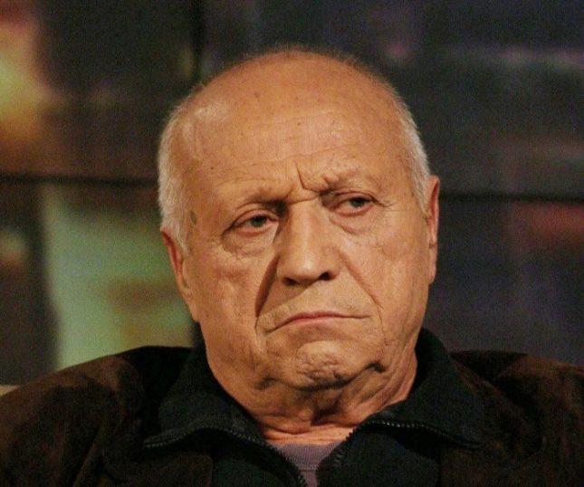 """Големият кинорежисьор Рангел Вълчанов играе за първи път като актьор в театъра в """"Лазарица"""" на Радичков. Снимка: """"Шоуто на Слави"""" - Тайният удар на режисьора Рангел Вълчанов в театъра"""