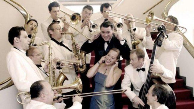 """""""Суинг Денс Оркестра"""" е  създаден през 1995 г. като многонационален оркестър в биг бенд формат. - Начало на Новогодишния музикален фестивал с джаз"""